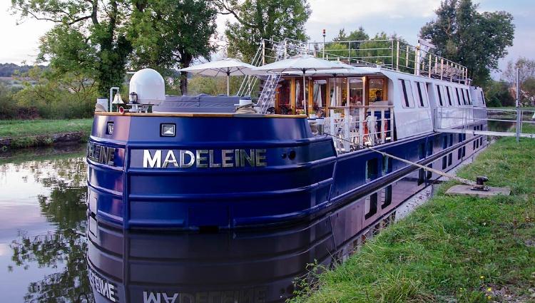 Péniche Madeleine à quai