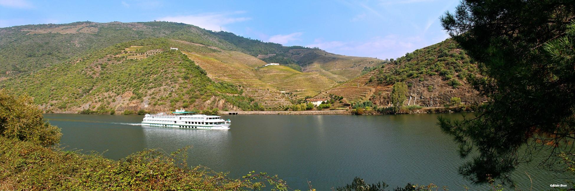 MS Vasco de Gama en navigation dans la vallée du Douro