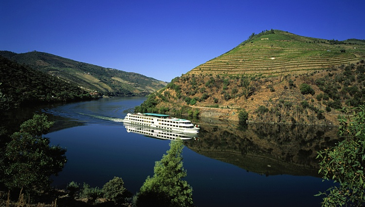 MS Fernao de Magalhaes sailing on the Douro