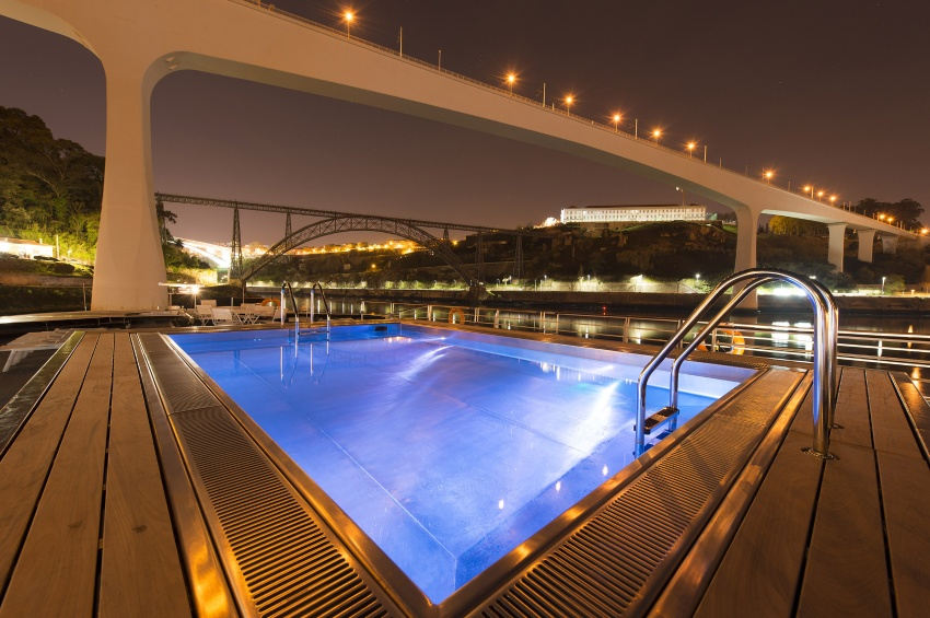 Swimming pool of the MS Miguel Torga