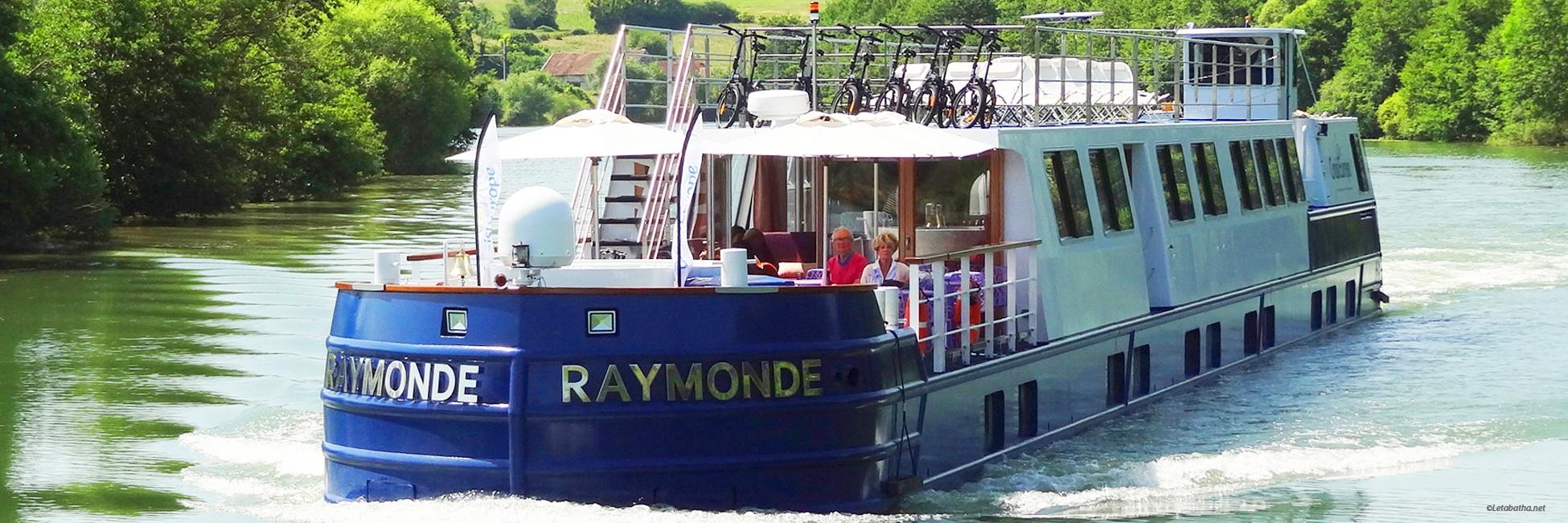 Péniche Raymonde en navigation