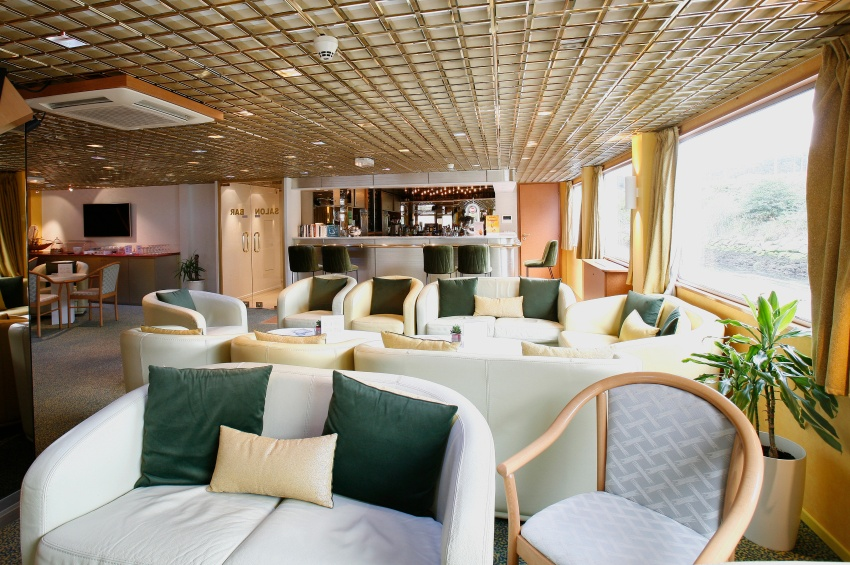 Lounge bar of the MS Fernao de Magalhaes