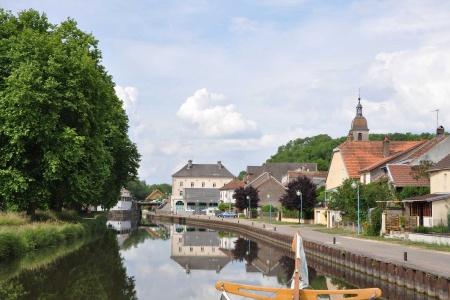Le canal de bourgogne et la petite sa ne croisieurope for Notaire port sur saone