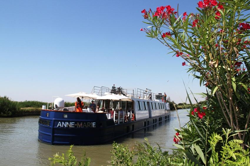Péniche Anne-Marie sur le canal de Provence