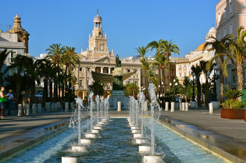 Espagne-Cadix-Fontaine-Monument-Palmier