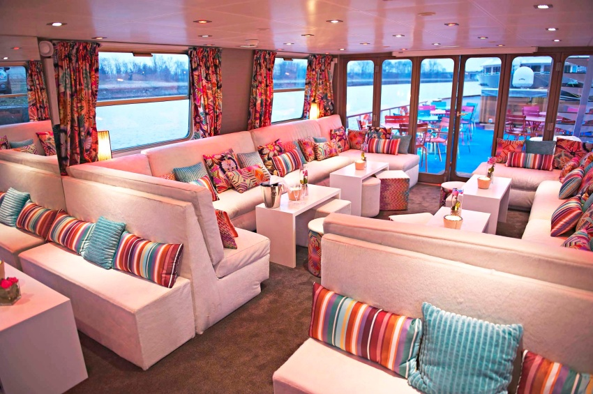 Lounge bar of the Jeanine vessel