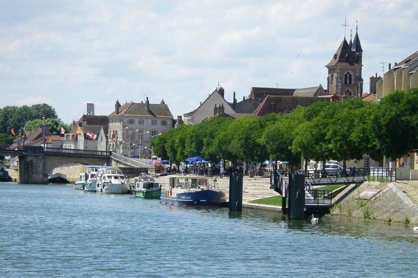 Quais de Saint Jean de Losne