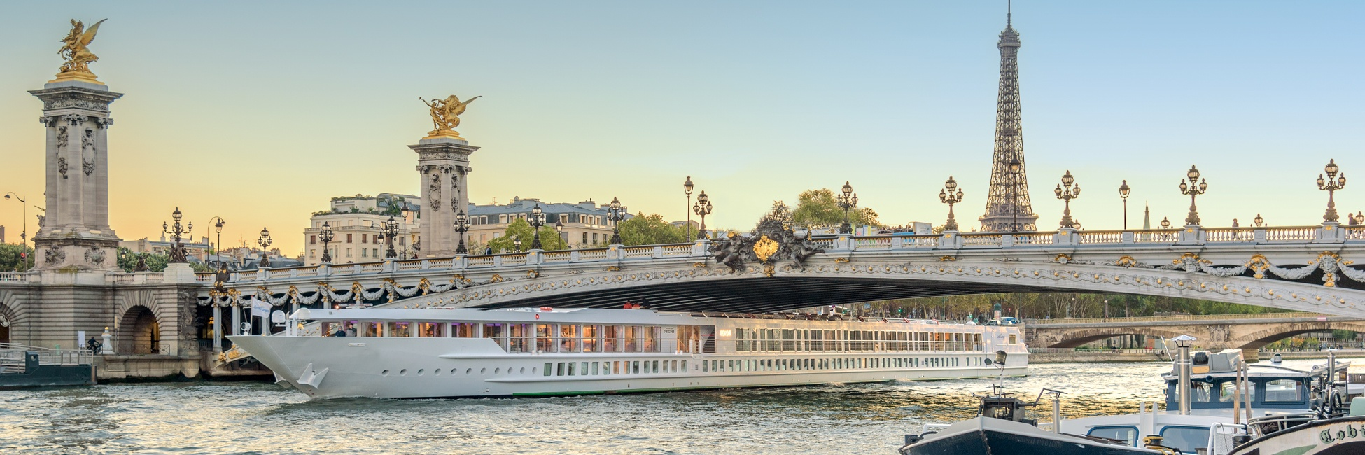 Bateau en navigation sur la Seine