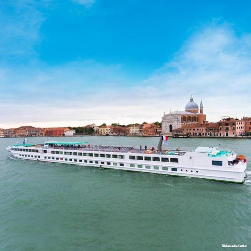 MS Michelangelo en navigation dans la lagune de Venise en Italie, flotte CroisiEurope sur le Pô