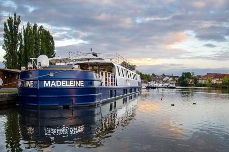 Madeleine vessel front view