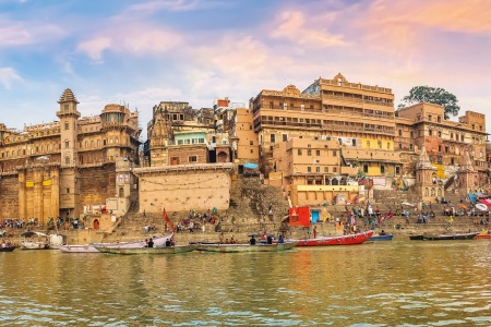 Cruise on the Ganges between Kolkata and Varanasi & the splendors of Rajasthan (port-to-port cruise)