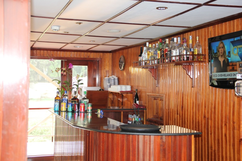 Le bar du RV Indochina Pandaw