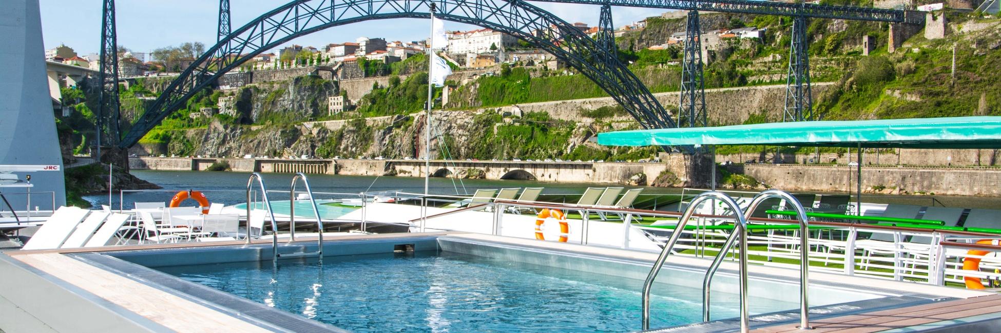 piscine sur le pont soleil croisieurope
