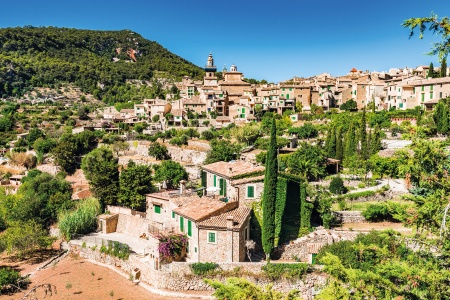 Sun and Fun in the Balearic Islands An exciting cruise to Barcelona and the Balearic Islands (port-to-port package)