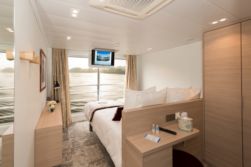 Double cabin on the upper deck