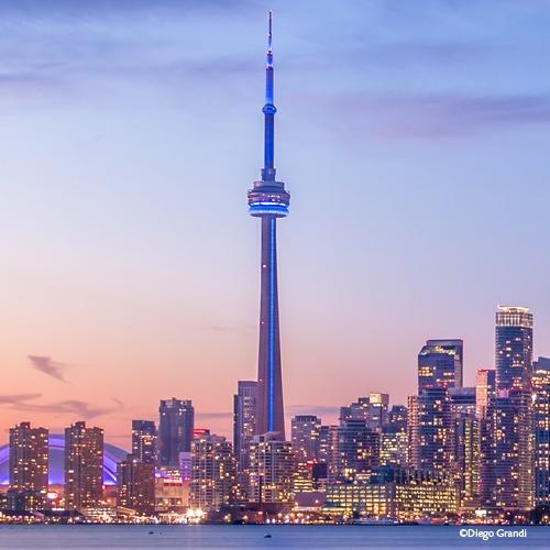 Montée nocturne à la tour CN de Toronto