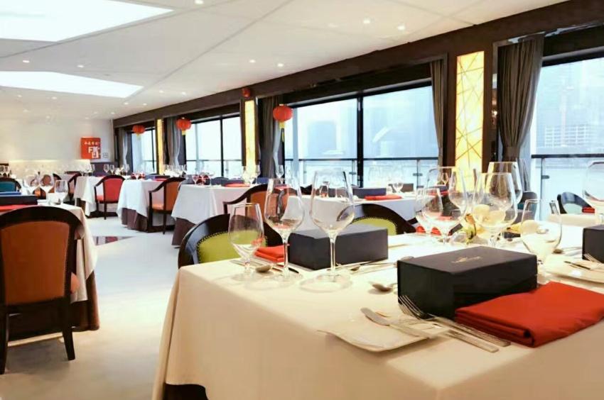 Deuxième restaurant du navire