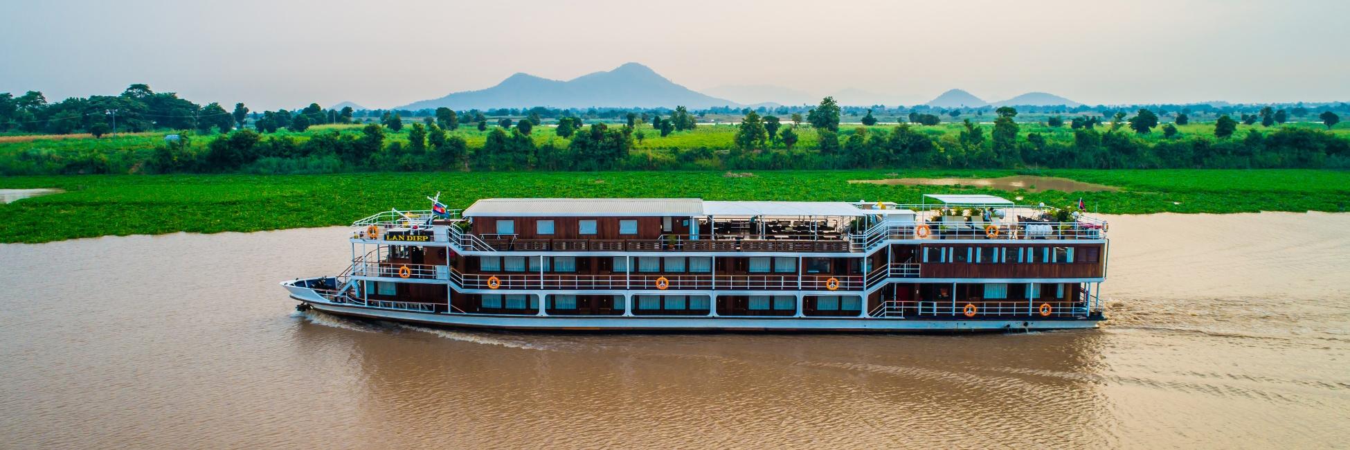 Le Lan Diep navigue sur le Mekong