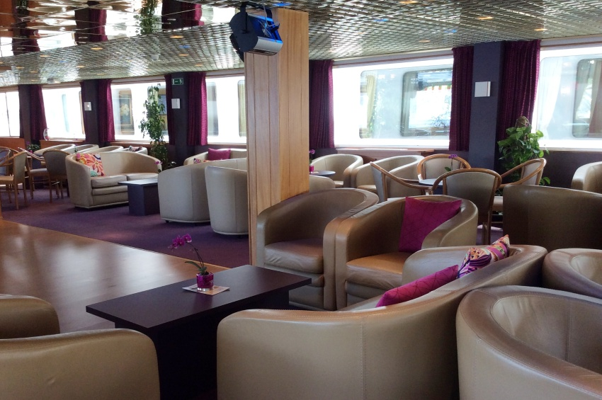 Lounge bar of the MS Infante Don Henrique