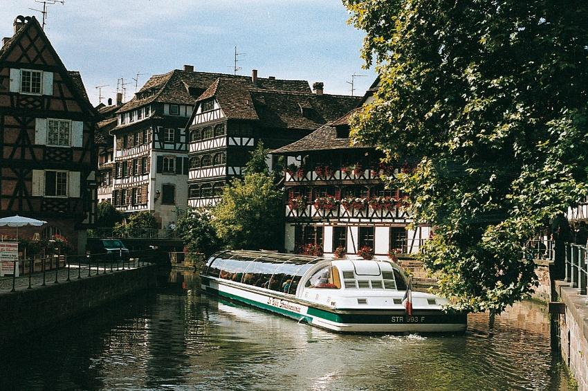 Alsace-Strasbourg-Bateau-Petite-France