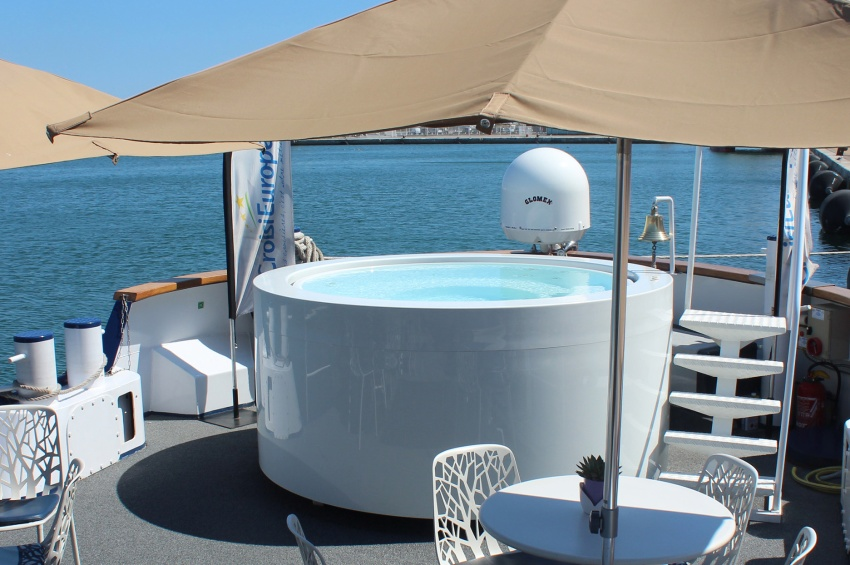 Jacuzzi on the Madeleine vessel