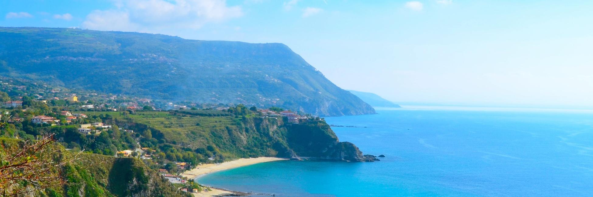 Côtes italiennes surplombants la mer méditerranée