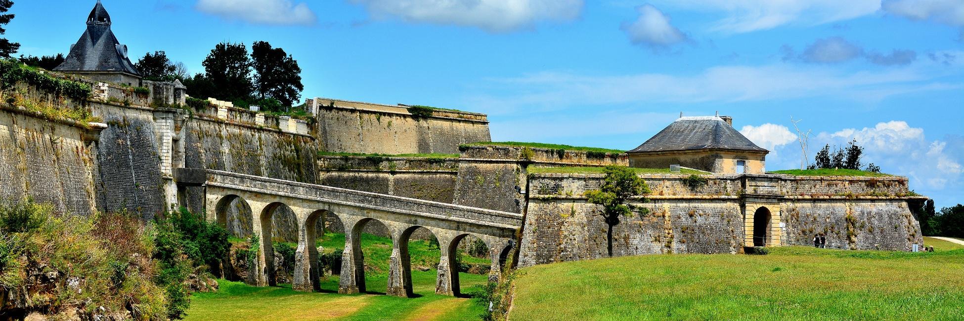 Excursion sur la route de la corniche et visite guid e du village de bourg et blaye croisieurope - Office de tourisme de bourg saint maurice ...