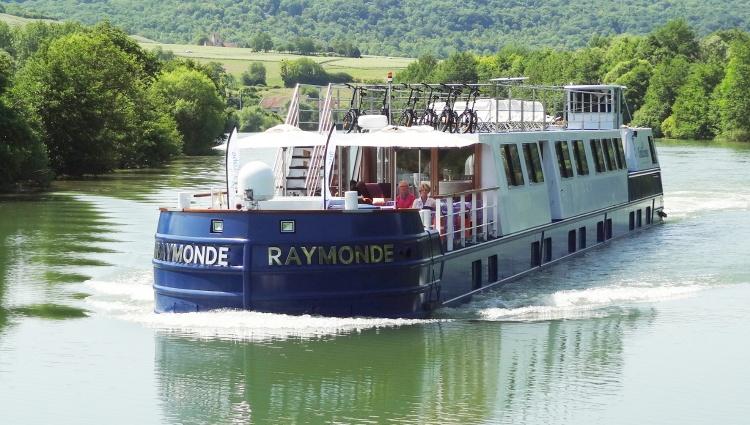 Péniche Raymonde de face