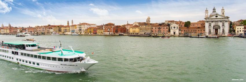 MS Michelangelo en navigation à Venise