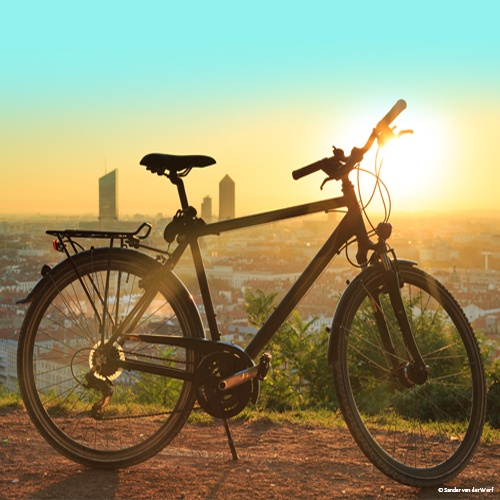 Vélo devant un paysage de Lyon