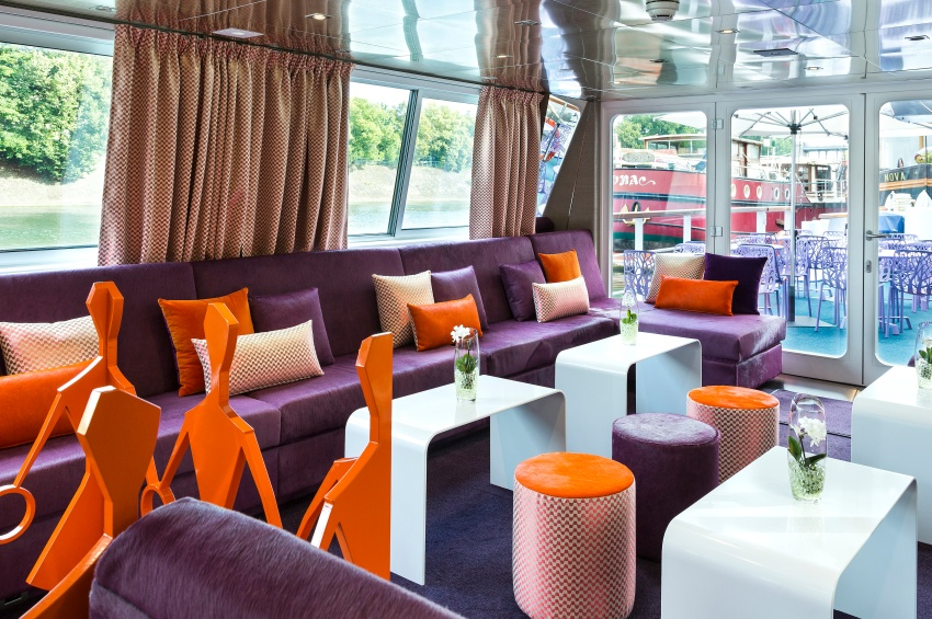 Lounge bar of the Raymonde vessel